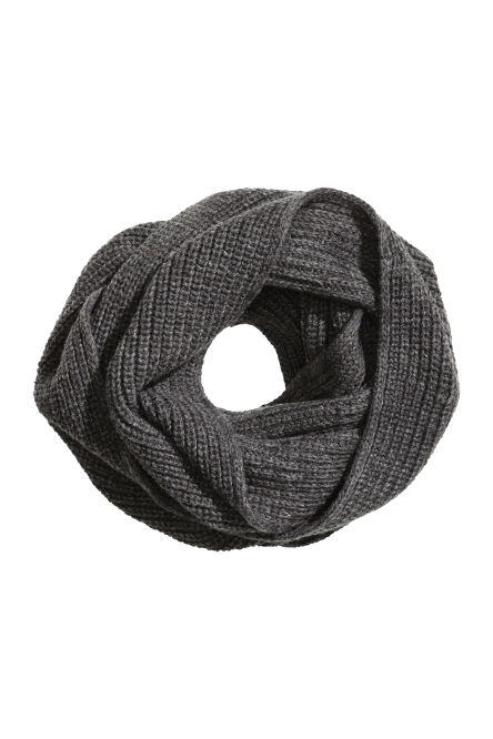 Rib-knit tube scarf