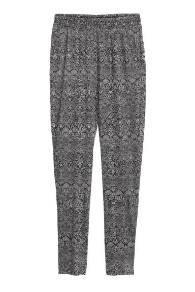 Jersey trousers Loose fit - Black/Patterned - Ladies | H&M CN 1