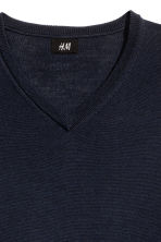 V-neck merino wool jumper - Dark blue - Men | H&M CN 3