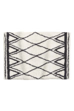 Jacquard-weave bath mat - Natural white/Patterned - Home All | H&M CN 2
