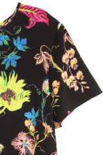 Short-sleeved blouse - Black/Floral - Ladies | H&M CN 2