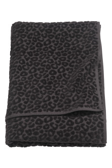 Leopard-patterned bath towel