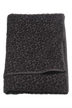 Leopard-patterned bath towel - Black - Home All | H&M CN 1