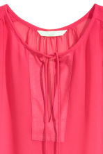 Sleeveless chiffon blouse - Cerise - Ladies | H&M CN 2