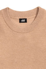 Jumper in a textured knit - Light camel - Men | H&M CN 4