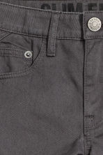 Pantaloni in twill Slim fit - Grigio scuro - BAMBINO | H&M IT 3