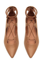 Pointed flats with lacing - Beige - Ladies | H&M CN 2