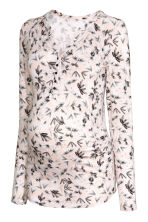 MAMA V-neck top - Powder/Floral - Ladies | H&M CN 2
