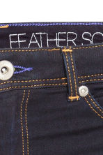 Feather Soft Low Jeggings - Azul denim escuro/Raw - SENHORA | H&M PT 5