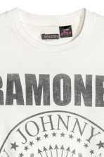 T-shirt with a print motif - White/Ramones - Men | H&M CN 3