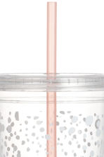 Plastic cup with a straw - White/Patterned - Ladies | H&M GB 2