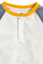 Long-sleeved Henley shirt - Light grey marl - Kids | H&M CN 3