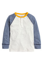 Long-sleeved Henley shirt - Light grey marl - Kids | H&M CN 2