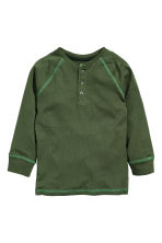 Long-sleeved Henley shirt - Dark green - Kids | H&M CN 2