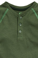 Long-sleeved Henley shirt - Dark green - Kids | H&M CN 3