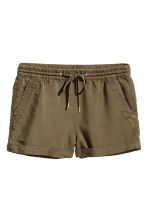 Short lyocell shorts - Dark khaki green - Ladies | H&M 2