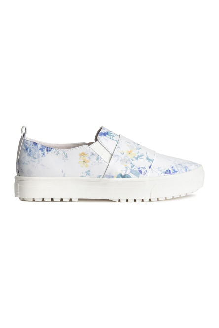 Patterned platform trainers