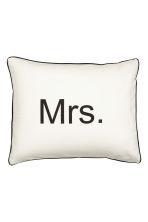 taie d 39 oreiller avec texte blanc mme home all h m fr. Black Bedroom Furniture Sets. Home Design Ideas