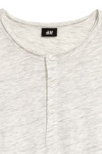 Short-sleeved Henley shirt - Light grey marl - Men | H&M CN 3