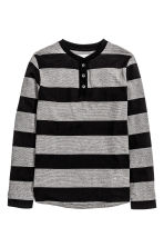Henley shirt in slub jersey - Black/Striped - Kids | H&M CN 2