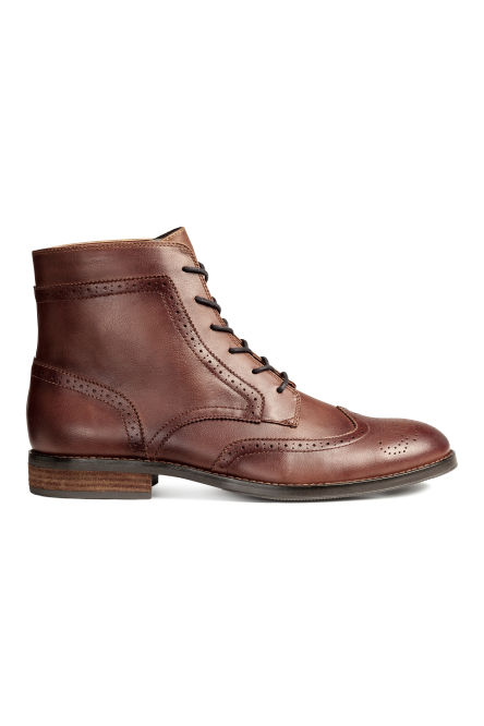 Brogue-patterned chukka boots