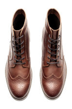Brogue-patterned chukka boots - Dark cognac brown - Men | H&M CN 2