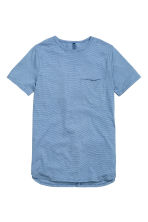 T-shirt with a chest pocket - Blue/Striped - Men | H&M CN 2