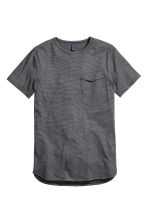 T-shirt with a chest pocket - Black/Striped - Men | H&M CN 2