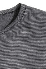 T-shirt with a chest pocket - Black/Striped - Men | H&M CN 3