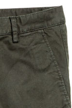 Chinos Skinny fit - Dark khaki green - Men | H&M 4