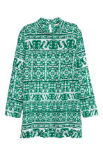 Blouse with a stand-up collar - White/Green patterned - Ladies | H&M CN 2