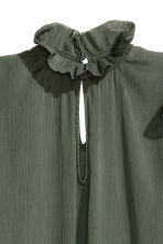 Crinkled flounced blouse - Dark green -  | H&M GB 3