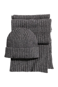 Cashmere-blend hat and scarf