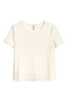 Top with a scalloped trim