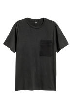 T-shirt with a chest pocket - Black - Men | H&M CN 2