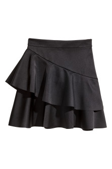 Short flounced skirt
