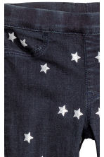 Patterned denim leggings - Dark blue/Stars - Kids | H&M CN 4