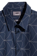 Shirt in premium cotton - Dark blue/Patterned - Men | H&M CN 3