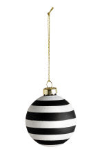 2-pack Christmas tree baubles - White/Black - Home All | H&M CN 2