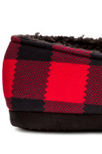Pile-lined slippers - Red/Checked - Men | H&M CN 4