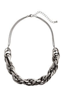 Short metal necklace