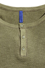 Rib-knit Henley jumper - Khaki green - Men | H&M CN 3