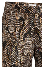 Textured suit trousers - Snakeskin print - Ladies | H&M CN 3