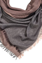 Block-patterned scarf - Powder/Black - Ladies | H&M CN 2
