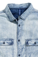 Denim shirt with smocking - Pale denim blue - Men | H&M CN 3