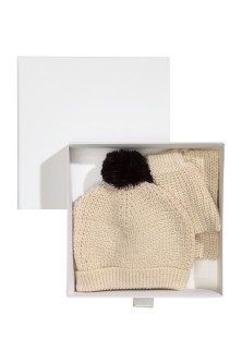 Merino wool hat and scarf