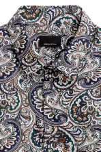 Shirt in premium cotton - Dark blue/Paisley - Men | H&M CN 3