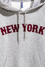 Hooded top with a text motif - Grey/New York - Men | H&M CN 3