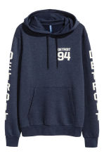 Hooded top with a text motif - Dark blue/Detroit - Men | H&M CN 2