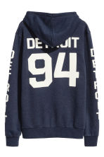 Hooded top with a text motif - Dark blue/Detroit - Men | H&M CN 3